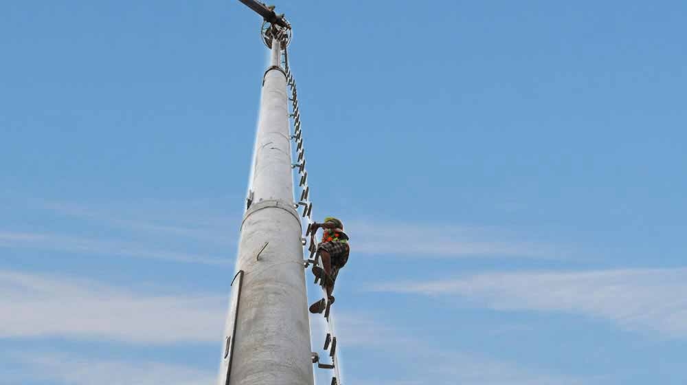 technician climbing a 4G tower for installation of gsm antenna